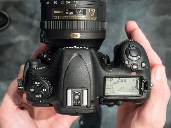 مقایسه نیکون D500